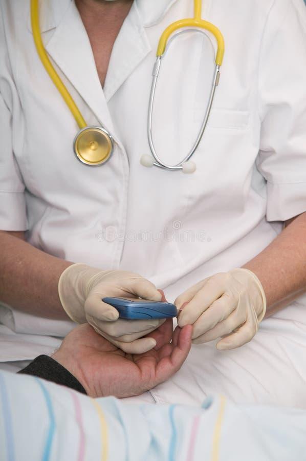 Blutzuckerprüfung stockbild