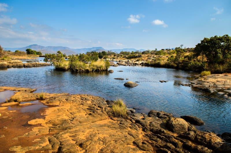 Blyde flodkanjon; Mpumalanga nära Graskop africa near berömda kanonkopberg den pittoreska södra fjädervingården arkivbild