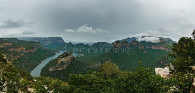 Blyde-Fluss-Schlucht u. drei Rondavels, Blyde-Fluss-Schlucht-Naturreservat, Moremela, Mpumalanga, Südafrika, Afrika lizenzfreies stockbild