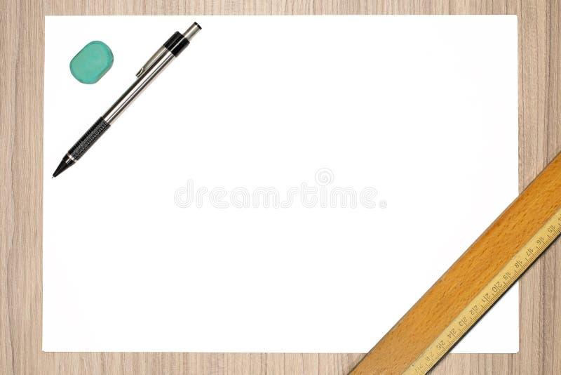 blyertspenna för blankt papper arkivbild
