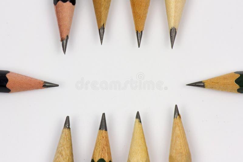Blyertspenna med att vässa på vitbokbakgrund royaltyfria foton