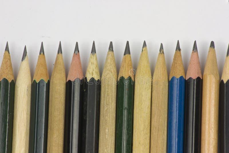 Blyertspenna med att v?ssa p? vitbokbakgrund royaltyfri bild