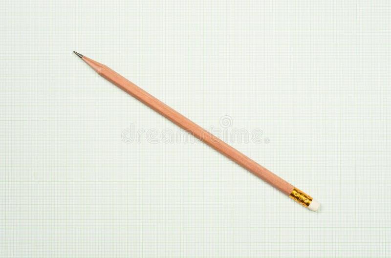 Blyertspenna och grafpapper royaltyfri foto