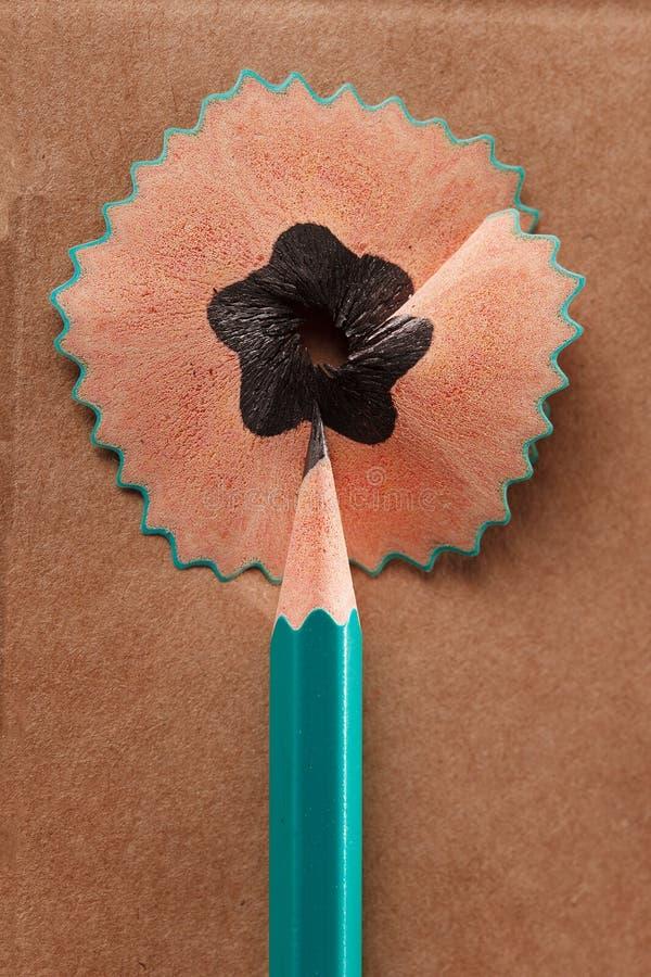 Blyertspenna som rakar som ett buble idébilden för begreppet 3d framförde arkivfoto