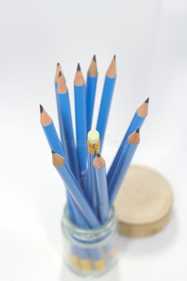 Blyertspennor elva pinnar i en glasflaska fotografering för bildbyråer