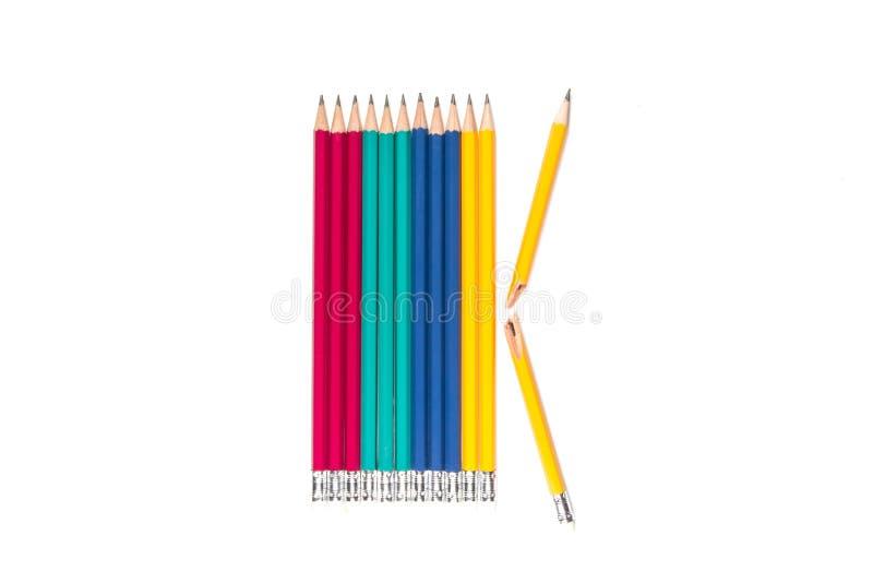 Blyertspennor och bruten blyertspenna på vit bakgrund royaltyfria bilder