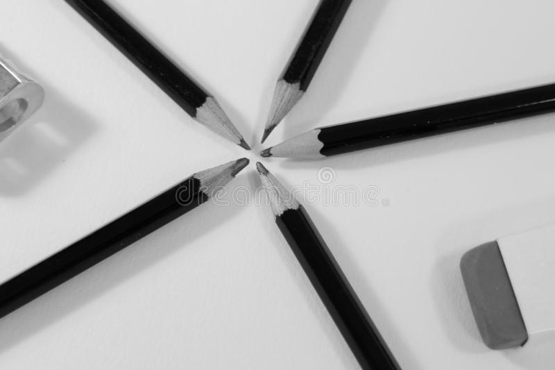 Blyertspennor och radergummi p? vit bakgrund royaltyfria bilder