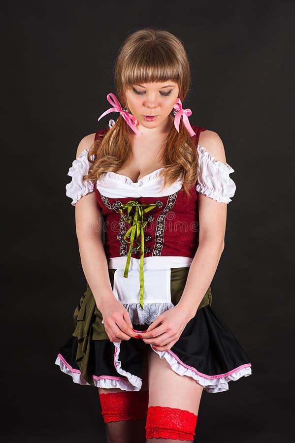 Blygsam sexig kvinna Oktoberfest fotografering för bildbyråer