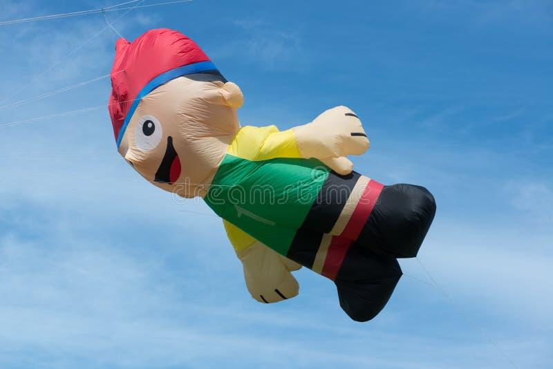 Blyth,诺森伯兰角,英国:2015年5月04日 大风筝在飞行中在Blyth K 库存图片