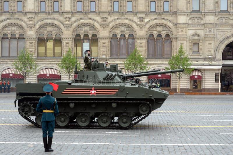 BMD-4 - Ρωσική ακολουθημένη αγώνας επιπλέουσα μηχανή με σκοπό να μεταφέρει το προσωπικό των αερομεταφερόμενων στρατευμάτων κατά τ στοκ εικόνες