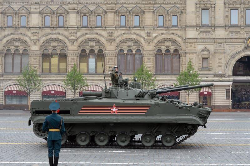 Bmp-3 πολεμικό όχημα πεζικού στη στρατιωτική παρέλαση στην κόκκινη πλατεία που αφιερώνεται στην ημέρα νίκης στοκ εικόνες