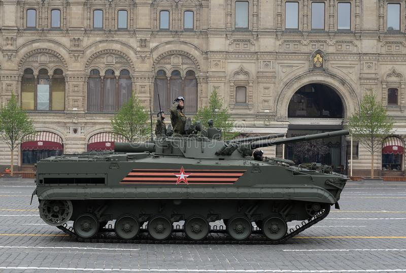 Bmp-3 πολεμικό όχημα πεζικού στη στρατιωτική παρέλαση στην κόκκινη πλατεία που αφιερώνεται στην ημέρα νίκης στοκ φωτογραφία με δικαίωμα ελεύθερης χρήσης