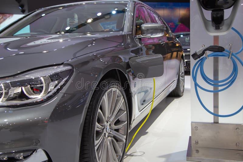 BMW με τη χρέωση του σημείου στοκ φωτογραφία