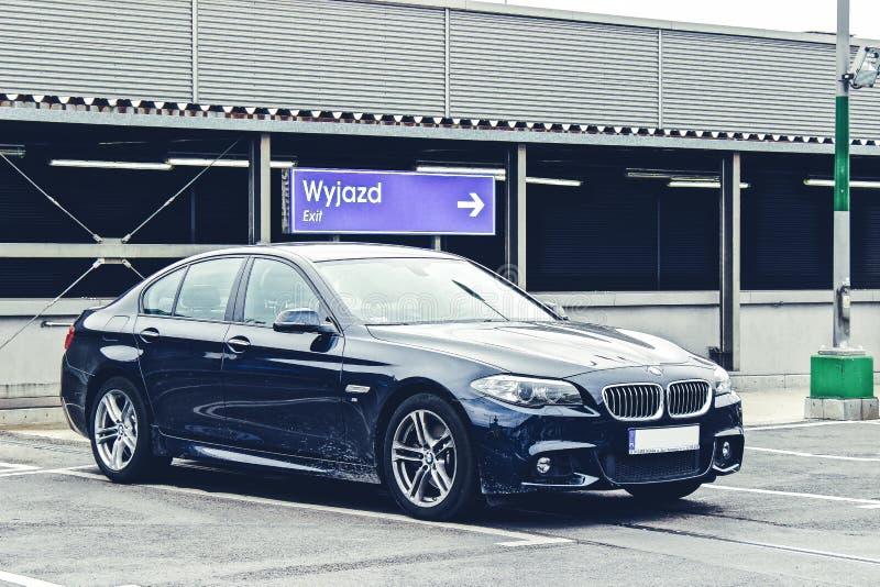 在停车场的BMW轿车 免版税库存图片