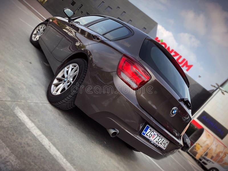 BMW de gris 1 s?rie photographie stock libre de droits