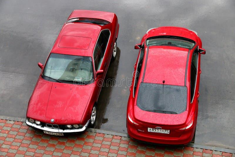 BMW E34 5 séries et Ford Focus image libre de droits