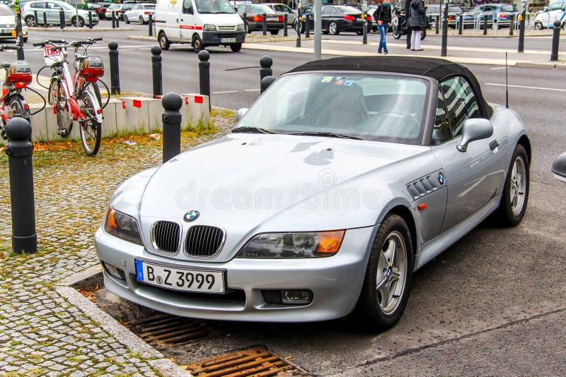 BMW E36 / 7 Z3. Берлин, Германия-10 сентября 2013: автомобиль BMW E36 / 7 Z3 на городской улице Сток-фотография без роялти