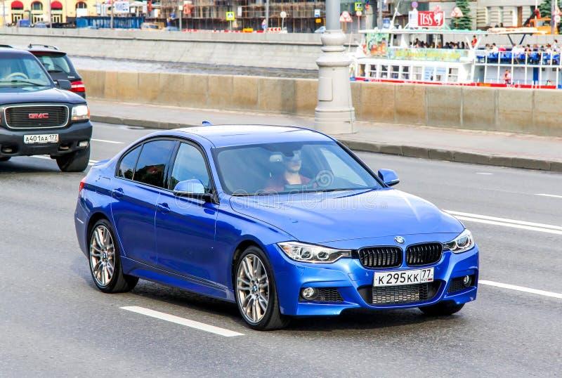 BMW F30 3-й серии. Москва, Россия - 2 июня 2013 года: автомобиль BMW F30 3-series на городской улице стоковые изображения