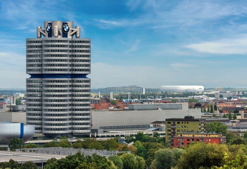 BMW-Hauptsitze und die Allianz-Arena - München Deutschland stockfotos