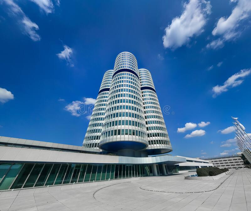 BMW Headquarters Huvudkontor i München, Tyskland, mars 2020 arkivbild