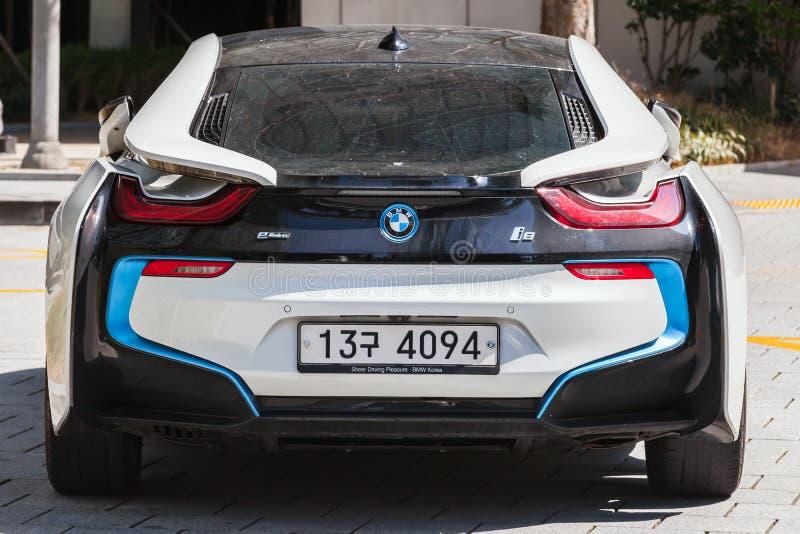 BMW i8插入式杂种跑车,背面图 免版税库存照片
