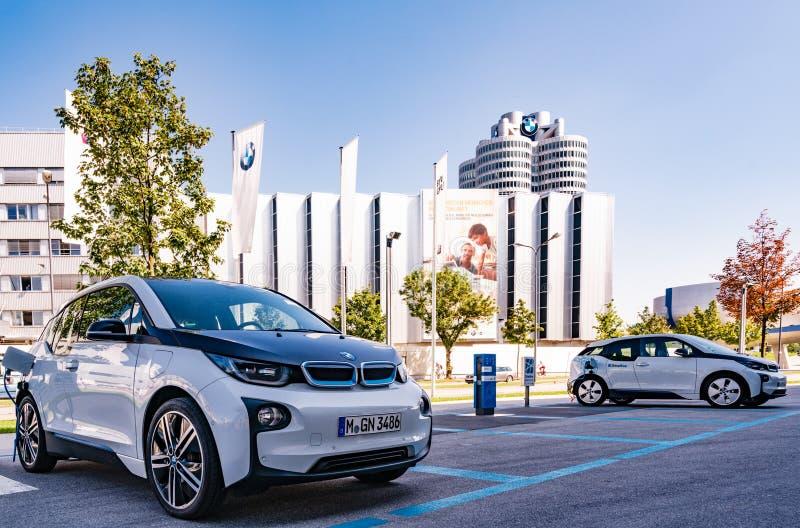 BMW i3 e-Drive vor BMW Museum lizenzfreie stockbilder