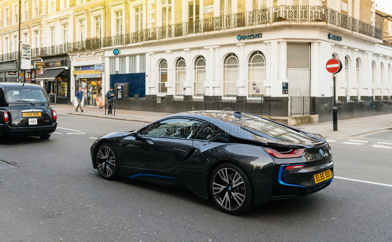 BMW i8 na Londyńskim ulicznym luksusowym drogim coupe samochodzie fotografia stock