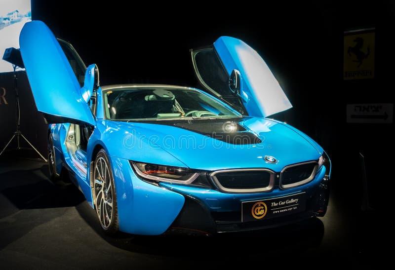 BMW i8 supercar με το αυτοκίνητο πορτών γλάρος-φτερών που επιδεικνύεται στο Τελ Αβίβ Ισραήλ στοκ φωτογραφίες