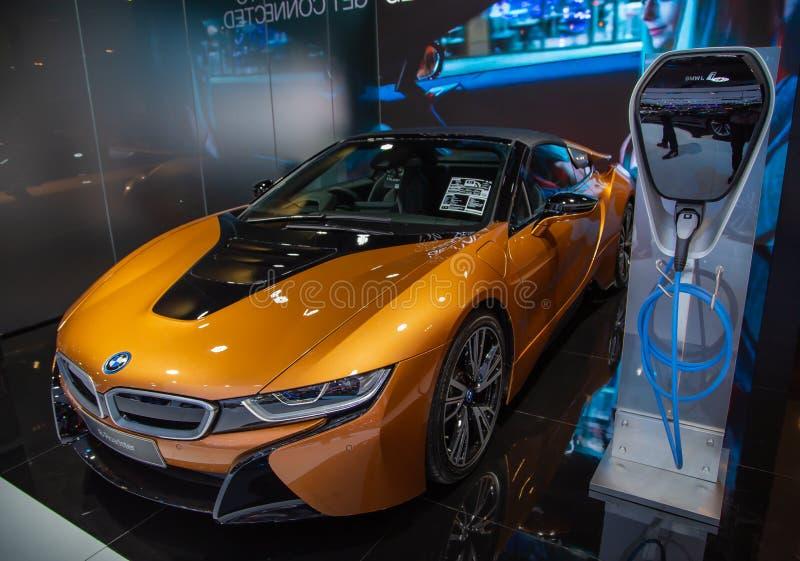 BMW i8 terenówka z ładuje punktem obrazy stock