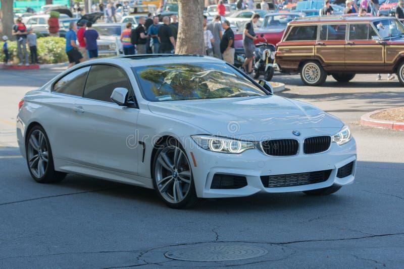 BMW M4 sur l'affichage photographie stock