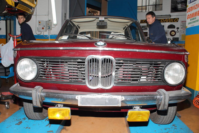 Bmw 1600 t.i. Repaired by a mechanical workshop stock photos