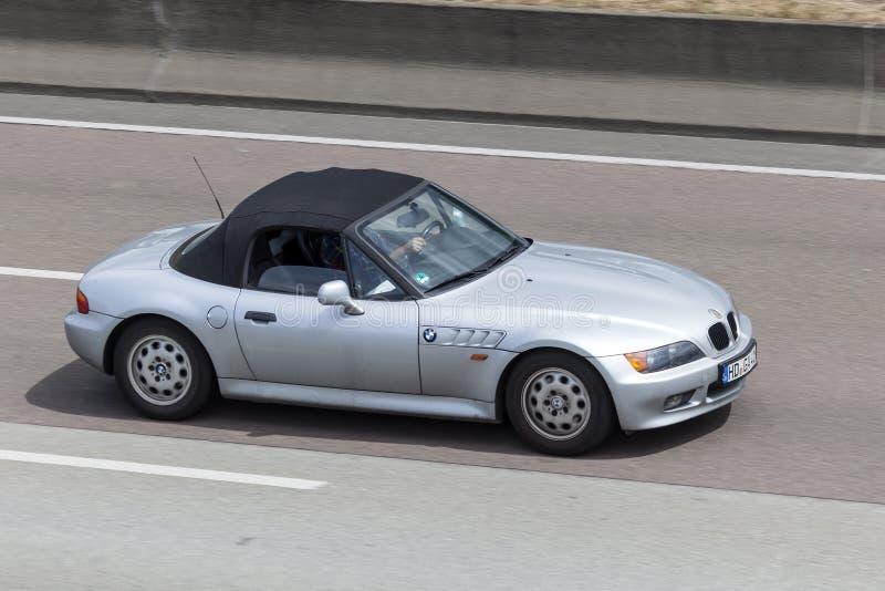 BMW Z3 en la carretera foto de archivo