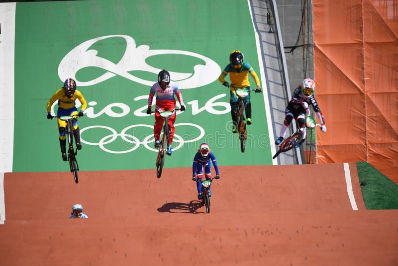 Download BMX 编辑类照片. 图片 包括有 竞争, janeiro, 比赛, 种族, 面包渣, 黄色, 球员, 体育运动 - 103626071