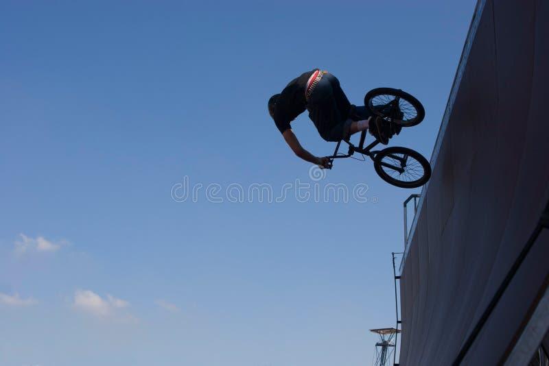 Bmx cyklist arkivfoto