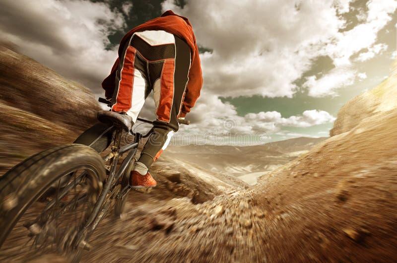 BMX en descendant photo stock