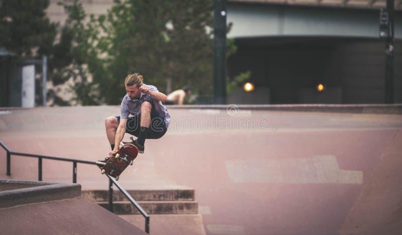 Bmx et planchiste de Denver Skate Park images libres de droits
