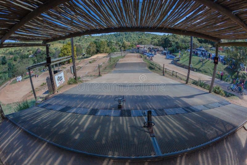 BMX-Spoor Giba Gorge Start Gates stock afbeeldingen