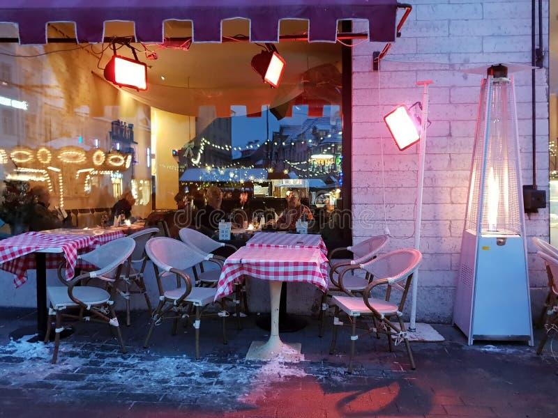 Bożenarodzeniowy wakacje w Tallinn zimy kwadrata życia Starym Grodzkim przełazie zdjęcie stock