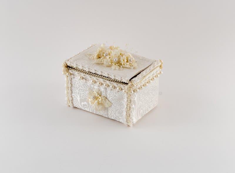 Boîte à bijoux de fantaisie de satin image stock