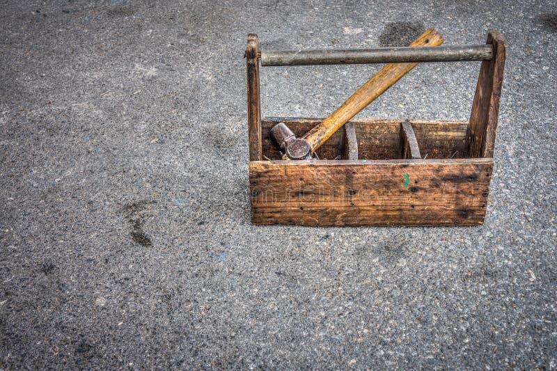 Boîte à outils en bois de vintage photos stock
