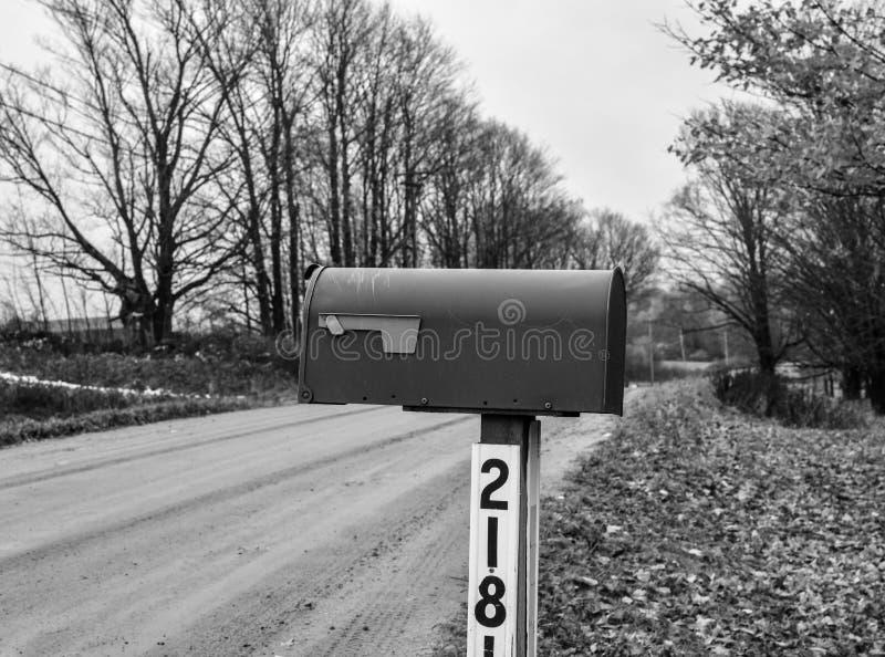 Boîte aux lettres noire et blanche image libre de droits