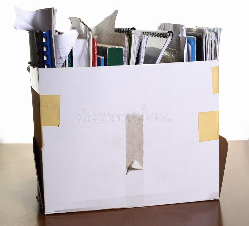 Boîte avec des documents images stock
