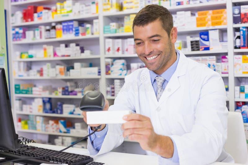 Boîte belle de médecine de balayage de pharmacien photo libre de droits
