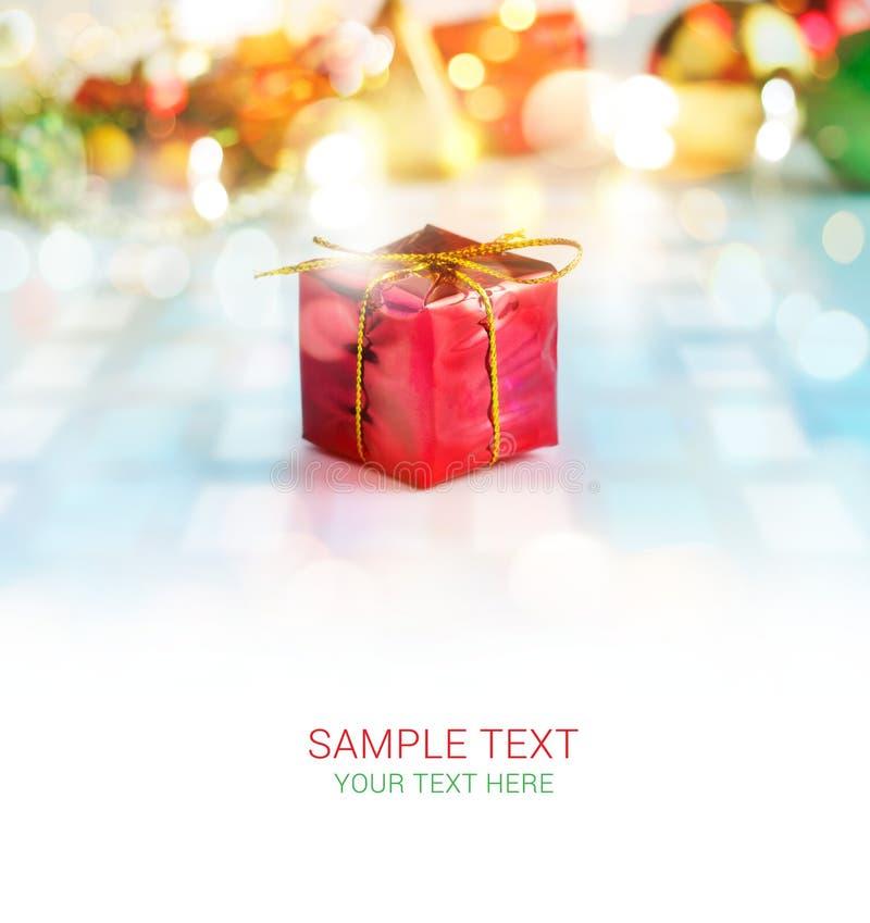 Boîte-cadeau colorés et fond vide des textes, doux abstraits et tache floue photo stock