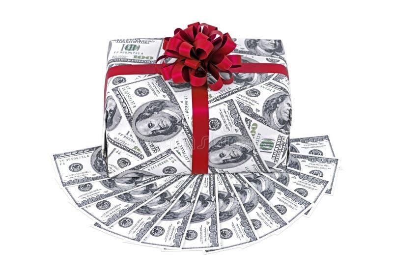 Boîte-cadeau d'argent avec le ruban et la pile rouges de dollars images libres de droits