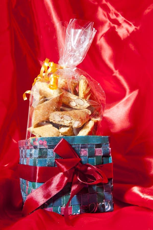 Boîte-cadeau de biscuits faits à la maison italiens images libres de droits