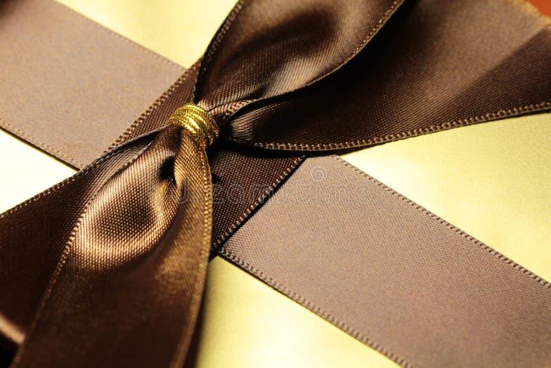 Download Boîte-cadeau De Couleur D'or Image stock - Image du cadre, copie: 77161095