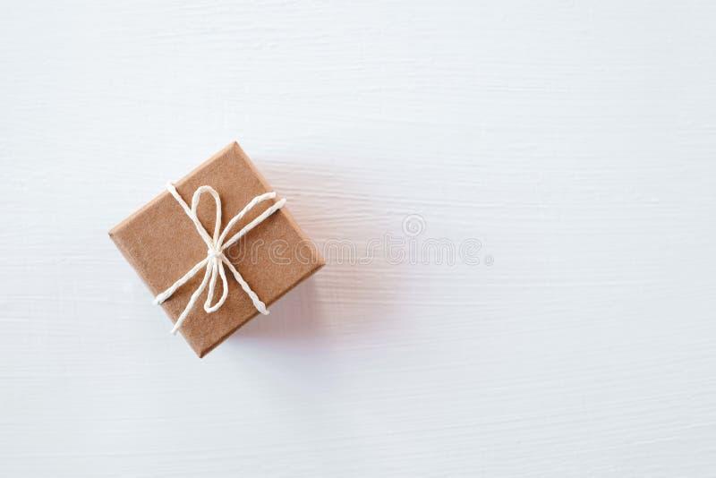 Boîte-cadeau de métier sur le fond blanc photo libre de droits