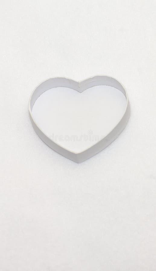 Boîte-cadeau en forme de coeur blanc photographie stock