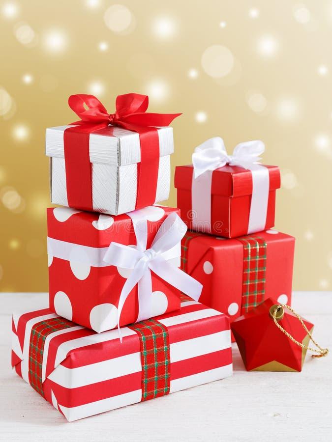 Boîte-cadeau et présent pour Noël image libre de droits